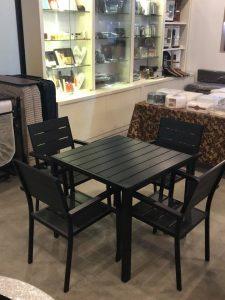 Bàn ghế ngoài trời nhựa composite hình vuông